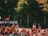 publiczność w słońcu (majowym)